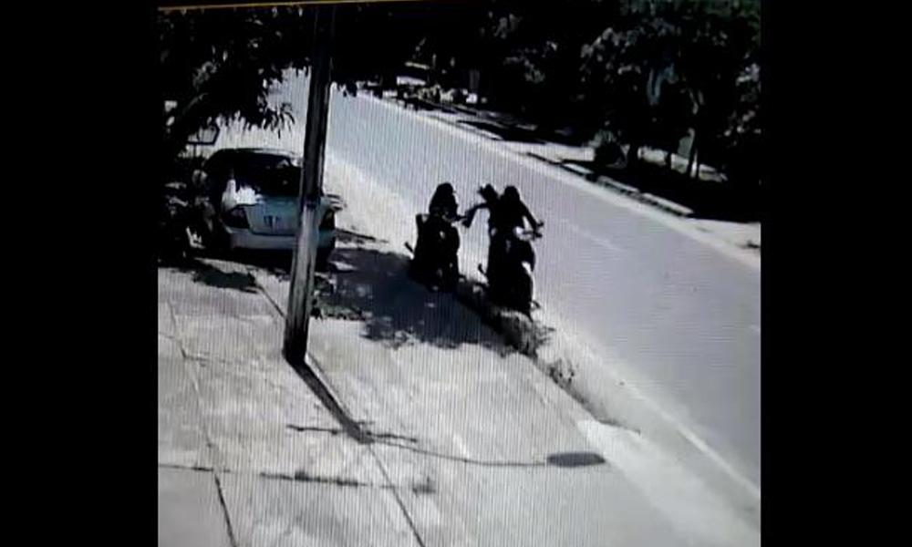 """Motochorros """"golpean"""" en pleno centro de Coronel Oviedo"""