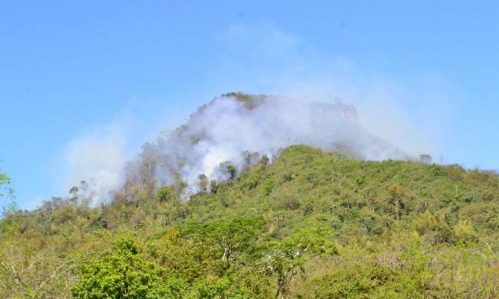 Fuego consume más de 100 hectáreas en la Cordillera del Ybytyruzú