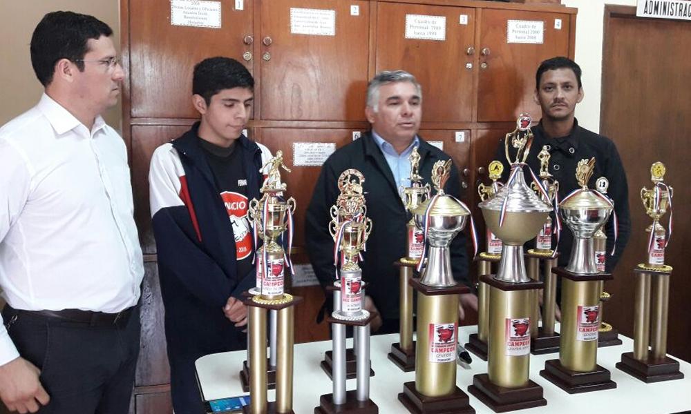 Colegio Nacional llega a título de campeón general por 14º año consecutivo