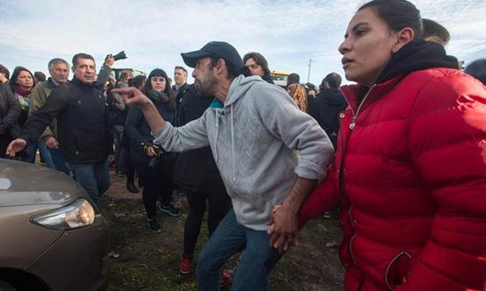 Mar del Plata: Argentinos atacan a pedradas vehículo de Macri