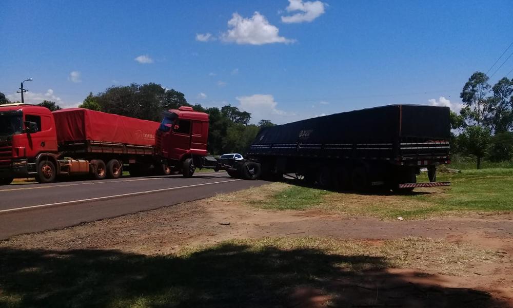 Camión atravieza Ruta 8 y cierra calzada
