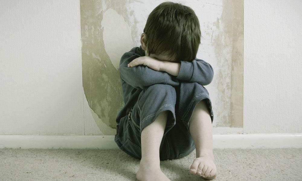 Niñera es detenida por maltrato infantil