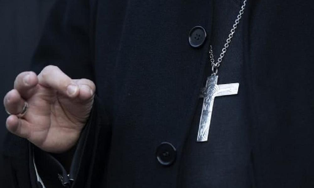 Renunció un obispo de EE.UU. acusado de conducta indebida con un menor