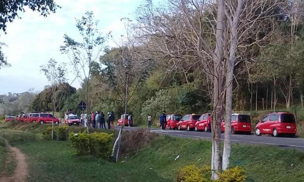 Taxistas ovetenses y norteños a trompadas en plena ruta
