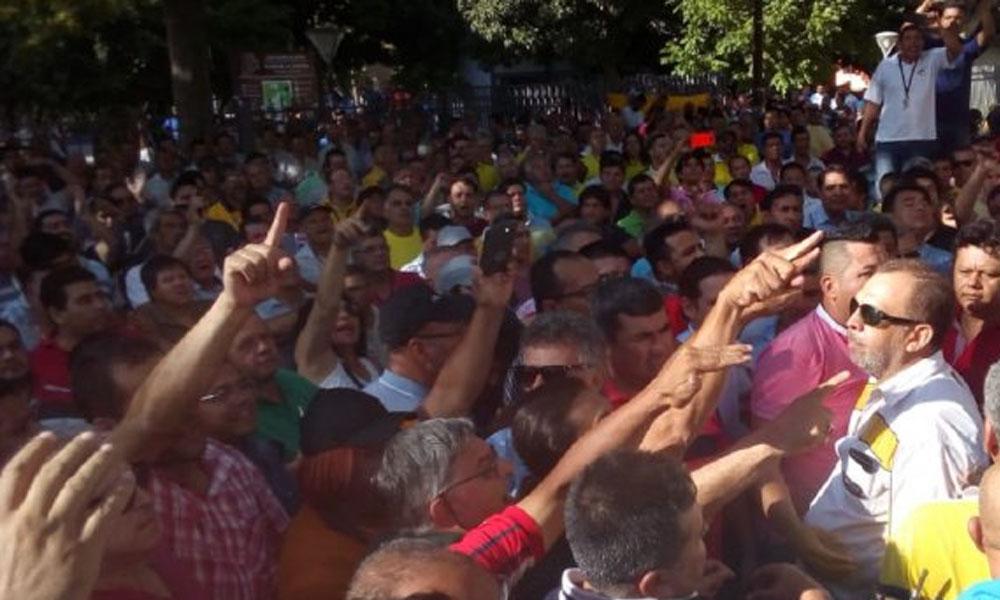 Taxistas presentan amparo que busca frenar MUV y Uber