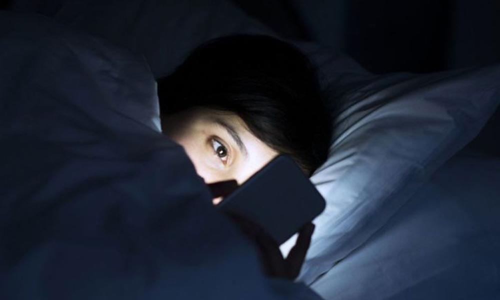 La luz azul de tu celular te podría dejar ciego