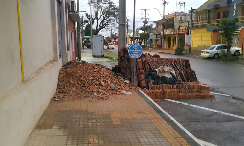 Coronel Oviedo: Escombro cubre vereda céntrica